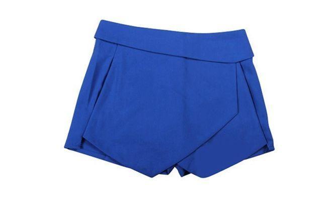 "Skort assimétrico por US$8,79 no <a href=""http://www.ebay.com/itm/2013-New-Black-White-Women-Wrap-Mini-Skort-Skirt-Irregular-Laminated-Flanging-O-/400488158681?pt=US_CSA_WC_Skirts&var=&hash=item5d3ef455d9"" target=""blank_"">Ebay</a>"