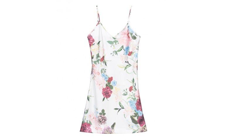 "Slip dress estampado por R$139,90 na <a href=""https://amaro.com/p/vestido-slip-satin/fresh?utm_source=zanox&utm_medium=deeplink&utm_campaign=custom_deeplink&utm_content=custom_deeplink&zanpid=2236478469095896064"" rel=""nofollow"" target=""blank_"">Amaro</a>"