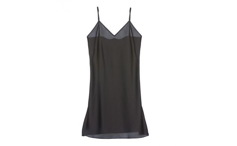 "Slip dress preto por R$139,90 na <a  href=""https://amaro.com/p/vestido-slip-satin/preto?utm_source=zanox&utm_medium=deeplink&utm_campaign=custom_deeplink&utm_content=custom_deeplink&zanpid=2236478345057915904"" rel=""nofollow"" target=""blank_"">Amaro</a>"