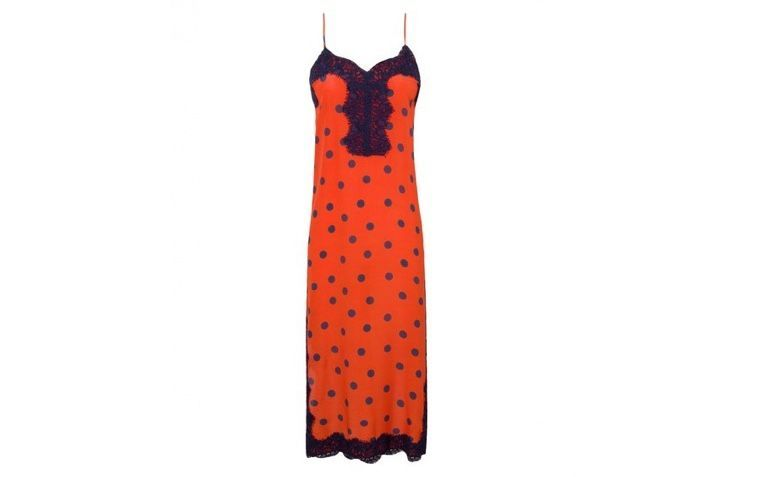 "Slip dress poá por R$958,00 na <a  href=""https://www.oqvestir.com.br/vestido-seda-midi-slip-dress-poa.html"" rel=""nofollow"" target=""blank_"">Oqvestir</a>"