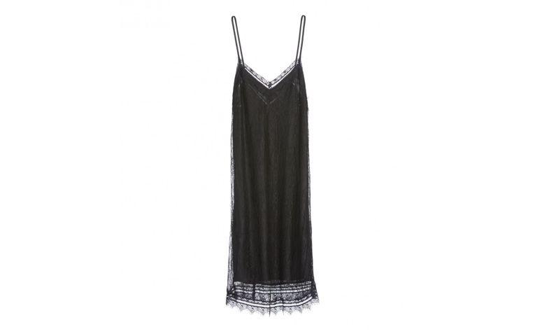"Slip dress preto por R$149,90 na <a  href=""https://amaro.com/p/vestido-curto-renda/preto?utm_source=zanox&utm_medium=deeplink&utm_campaign=custom_deeplink&utm_content=custom_deeplink&zanpid=2236478106330600448"" rel=""nofollow"" target=""blank_"">Amaro</a>"