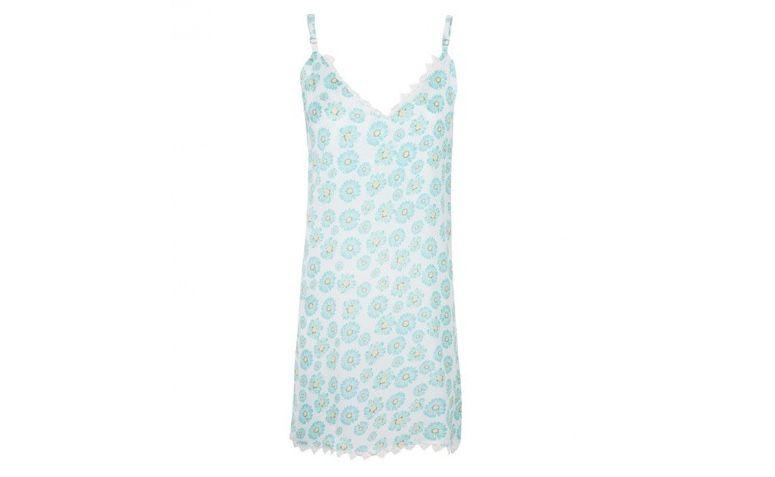 """Slip dress floral por R$217,00 na <a  href=""""https://www.oqvestir.com.br/vestido-slip-dress-floral-verde.html"""" rel=""""nofollow""""  target=""""blank_"""">Oqvestir</a>"""