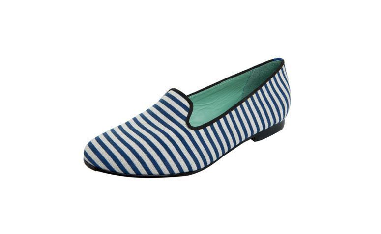 "Slipper Navy, da Blue Bird por R$ 389,90 na <a href=""http://bit.ly/1vp8lz5"" target=""_blank"">Dafiti</a>"