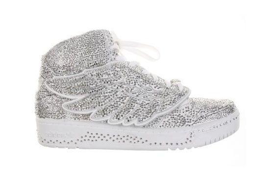 Modelo com cristais Swarovski do designer Jeremy Scott, para a marca Adidas.
