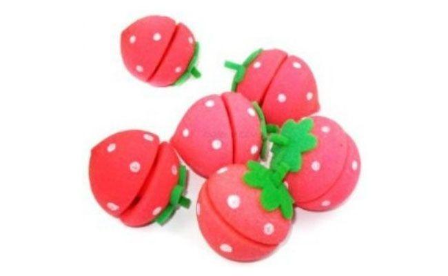 "Kit com 24 unidades R$ 34,90 na <a href=""http://www.tatiimports.com/Morango-Magicos-para-Cabelos-Strawberry-Balls-24-unidades/prod-1354499/"" target=""blank_"">Tati Imports</a>"