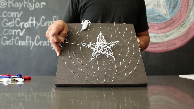 """Foto: Reprodução / <a href=""""http://www.getcraftycrafty.com/diy-captain-america-string-art/"""" target=""""_blank"""">Get crafty crafty</a>"""