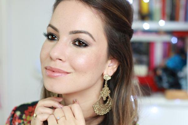 """Foto: Reprodução / <a href=""""http://www.julianagoes.com.br/post/maquiagem-neutra-e-iluminada-inspiracao-boho/438"""" target=""""_blank"""">Juliana Góes</a>"""