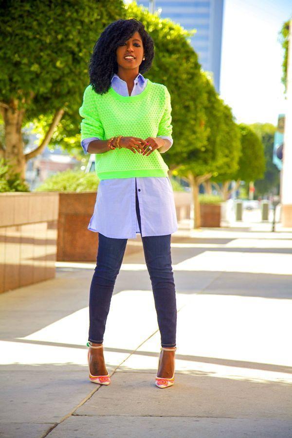 "Foto: Reprodução / <a href=""http://stylepantry.com/2013/11/11/neon-sweater-oversized-tuxedo-shirt-stiletto-jeans/"" target=""_blank"">Style Pantry</a>"