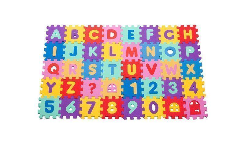 """Tapete EVA Alfanumérico - 40 peças por R$ 23,90 na <a href=""""https://ad.zanox.com/ppc/?29470536C23045534&ULP=[[https://www.walmart.com.br/tapete-eva-cubo-alfanumerico-com-40-pecas-colorido-mingone/bebes-e-criancas/brinquedos-e-diversao/tapetes-e-ginasios/2995763/pr?utm_source=zanox&utm_medium=afiliados&utm_campaign=generica&zanpid=2035439420500714496&utm_source=zanox&utm_medium=afiliados&utm_campaign=custom_deeplink]]"""" rel=""""nofollow""""  target=""""_blank"""">Walmart</a>"""