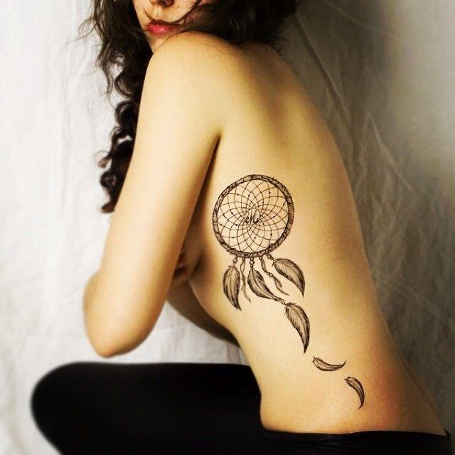 """Foto: Reprodução / <a href=""""https://instagram.com/p/qOsszbMOnY/"""" target=""""_blank""""> Tattoo2me </a>"""