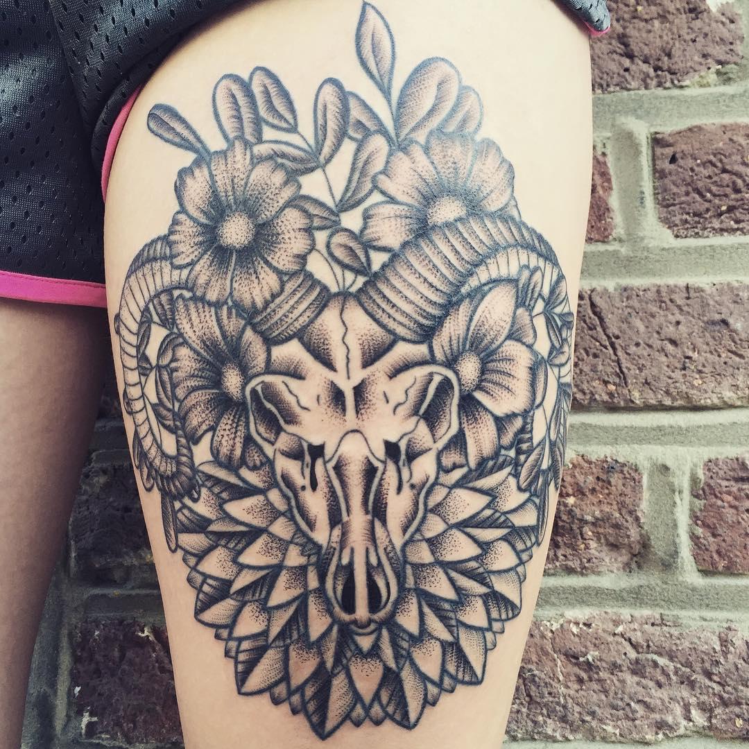 """Foto: Reprodução / <a href=""""https://www.instagram.com/p/62fFQyiJn9/"""" target=""""_blank"""">Anais B Tattoo</a>"""
