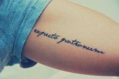 frases de tatuagem Latim feminina
