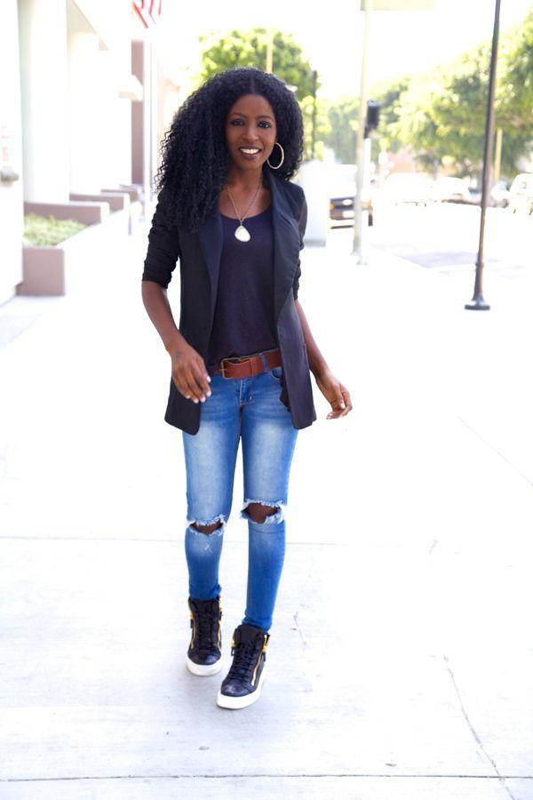 """Foto: Reprodução / <a href=""""http://stylepantry.com/2014/03/14/boyfriend-blazer-distressed-tank-ripped-jeans/"""" target=""""_blank"""">Style Pantry</a>"""