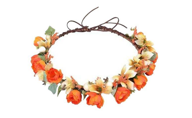 """Tiara laranja e branca por R$49,90 no <a href=""""http://www.airu.com.br/produto/556232/coroa-de-flores-laranja-e-brancas"""" target=""""_blank"""">Airu</a>"""