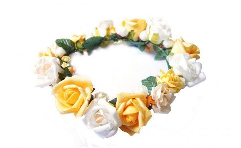 "Coroa Branca e Amarela por R$110,00 na <a href=""http://doloresiguacel.com.br/coroa-verao-7414.html "" target=""_blank"">Dolores Iguacel</a>"