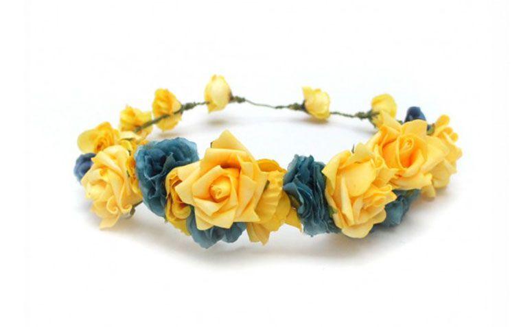 """Coroa Azul e Amarela por R$100,00 na <a href=""""http://doloresiguacel.com.br/coroa-verao-7415.html"""" target=""""_blank"""">Dolores Iguacel</a>"""