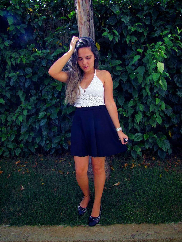 "Foto: Reprodução / <a href=""http://paneladabeleza.blogspot.com.br/2015/01/look-do-dia-top-cropped-de-croche-saia.html"" target=""_blank"">Panela da Beleza</a>"