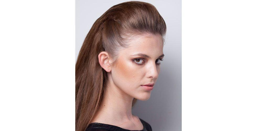 <p>Values ​​the contours of your face with this hairdo model. Ideally, the spray has a strong attachment to ensure that the hair is stuck longer.</p>