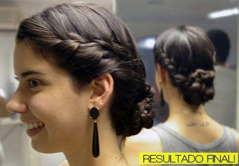 """Foto: Reprodução / <a href=""""http://www.garotasestupidas.com/do-it-yourself-coque-com-trancinha/"""" target=""""_blank"""">Garotas Estúpidas</a>"""
