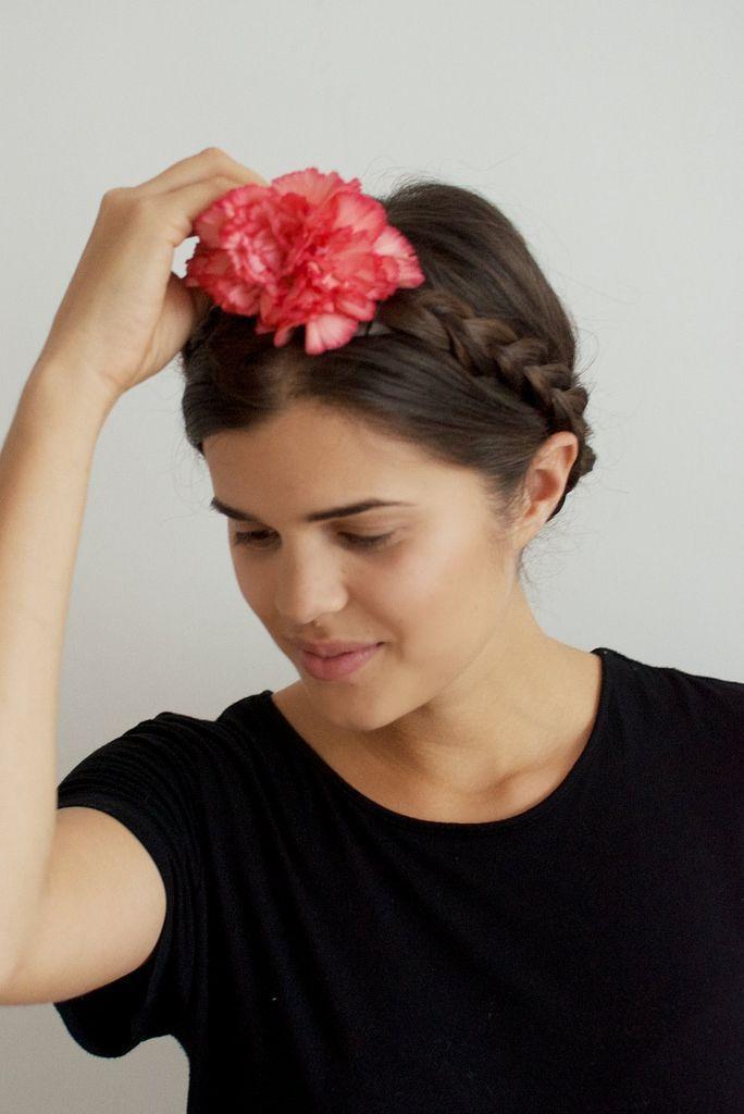 """Foto: Reprodução / <a href=""""http://apairandasparediy.com/2014/09/diy-fresh-flower-crown.html"""">A Pair & a Spare</a>"""