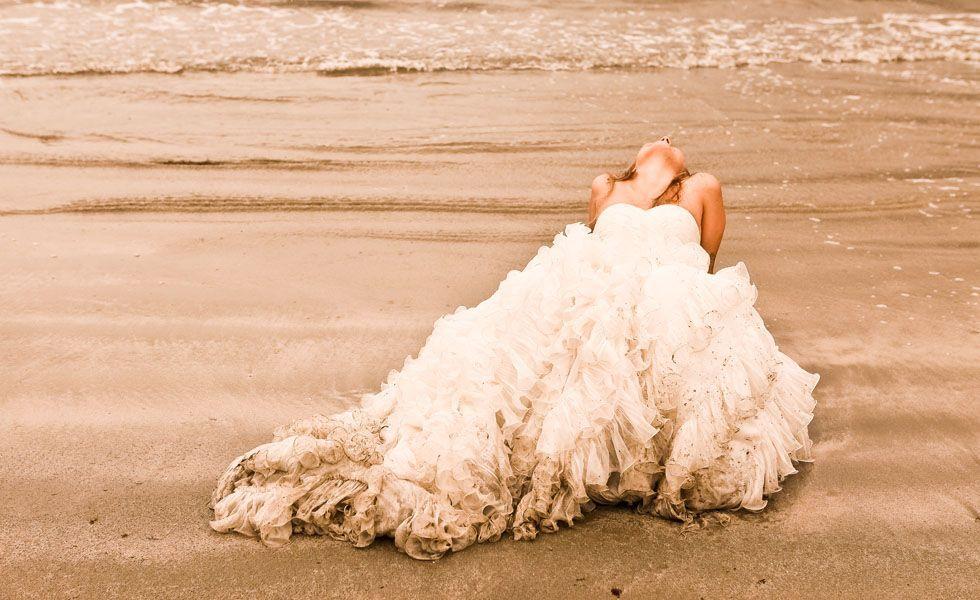 No clique de Flavio Teperman, a noiva não teve medo de sujar o vestido. A foto representa bem o conceito de trash the dress.