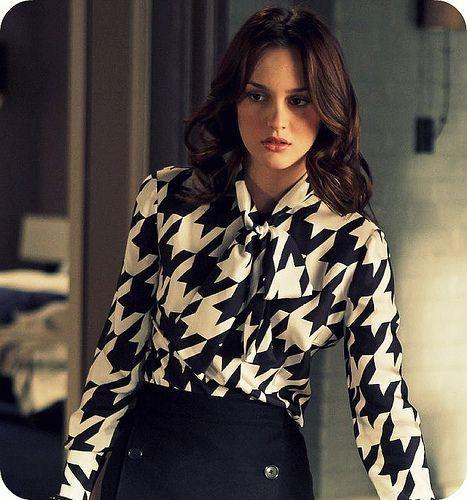 Blair Waldorf, do seriado americano Gossip Girl, com camisa de seda em estampa pied-de-poule