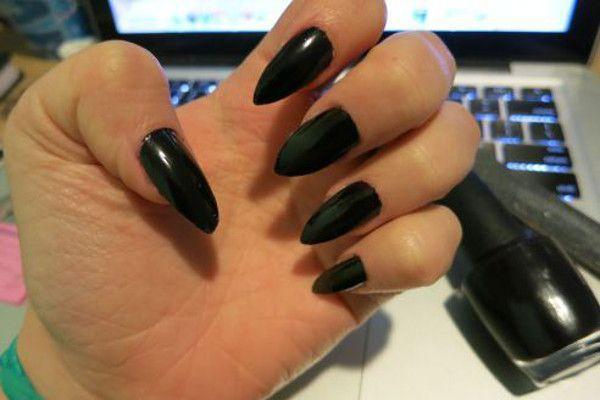 "Foto: Reprodução / <a href=""https://kelskelsblogs.wordpress.com/2014/10/16/how-to-stiletto-nails/"" target=""_blank"">Kelskels</a>"
