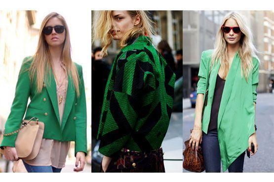 Casacos, camisas e casaquetos verde-esmeralda dão um toque elegante à produção.