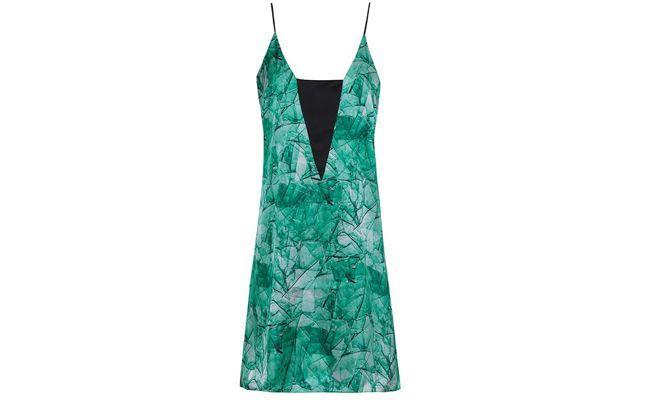 """Vestido de cetim Green glass por R$274 no <a href=""""http://www.oqvestir.com.br/vestido-cetim-green-glass-30588.aspx/p"""" target=""""_blank"""">Oqvestir</a>"""