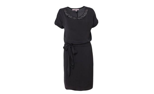 """Vestido de cetim bordado por R$339 na <a href=""""http://www.shoulder.com.br/VESTIDO-DE-CETIM-BORDADO-132102405/p"""" target=""""_blank"""">Shoulder</a>"""