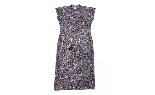 "Vestido de paetê Marui Akamine por R$445 na <a href=""http://maruiakamine.fplace.com.br/index.php?route=product/product&product_id=67300"" target=""blank_"">Fashionera</a>"