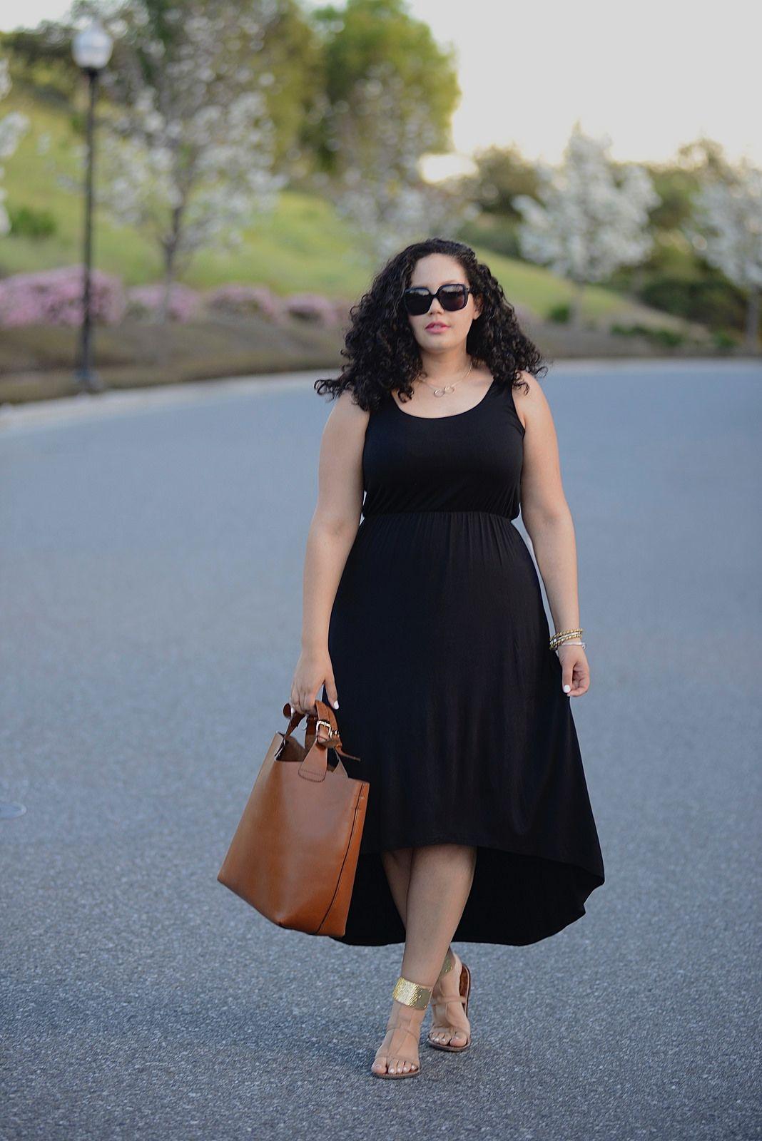 "Foto: Reprodução / <a href=""http://girlwithcurves.com/post/113766521707/high-low-dress"" target=""_blank"">Girl with curves</a>"