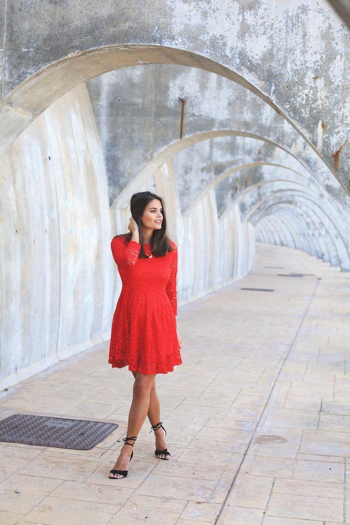 "Foto: Reprodução / <a href=""http://seamsforadesire.com/red-lace-dress/"" target=""_blank"">Seams for a desire</a>"