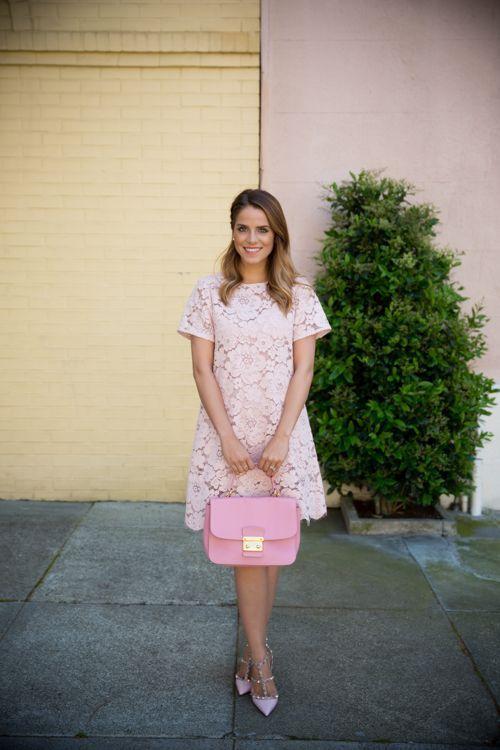 "Foto: Reprodução / <a href=""http://galmeetsglam.com/2014/04/light-pink-lace/"" target=""_blank"">Gal Meets Glam</a>"