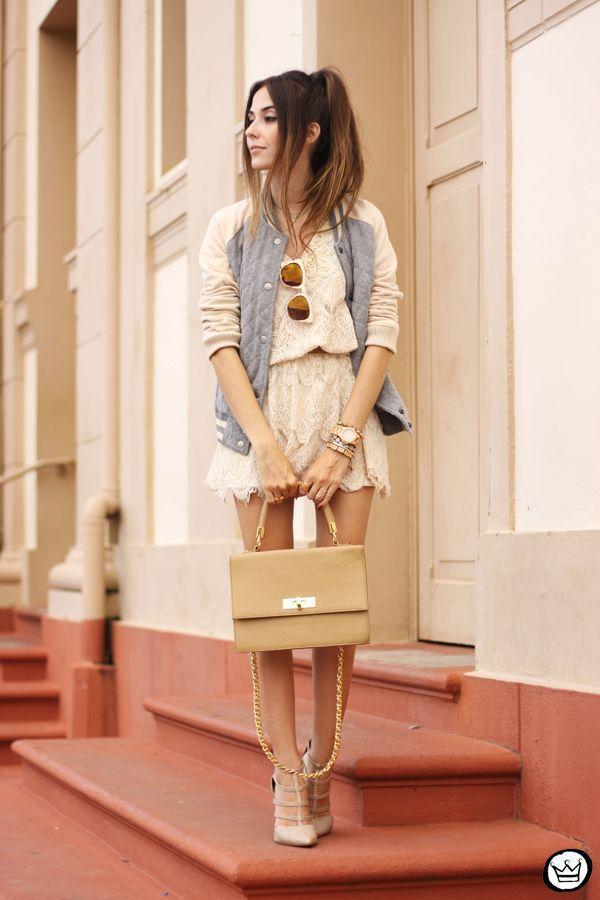 """Foto: Reprodução / <a href=""""http://fashioncoolture.com.br/2015/03/16/gap-sporty-jacket-lace-dress/"""" target=""""_blank"""">Fashion Coolture</a>"""