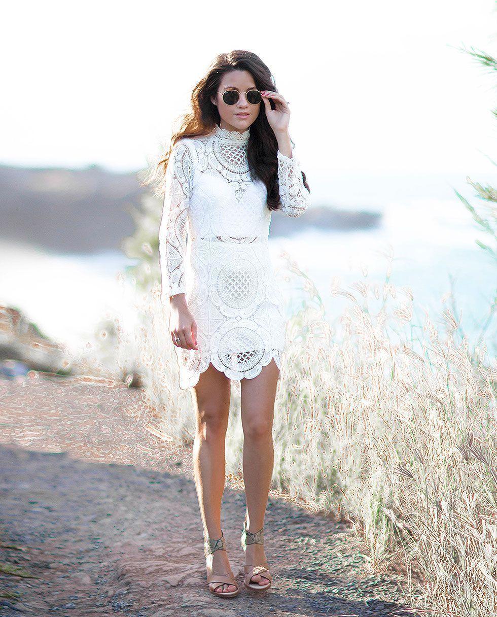 "Foto: Reprodução / <a href=""http://sarahstylesseattle.com/white-long-sleeve-hollow-lace-dress/"" target=""_blank"">Sarah Styles Seattle</a>"