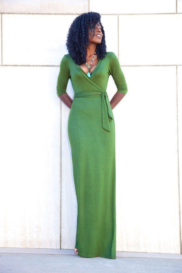 "Foto: Reprodução / <a href="" http://stylepantry.com/2015/09/25/olive-wrap-maxi-dress/ "" target=""_blank""> Stylepantry </a>"