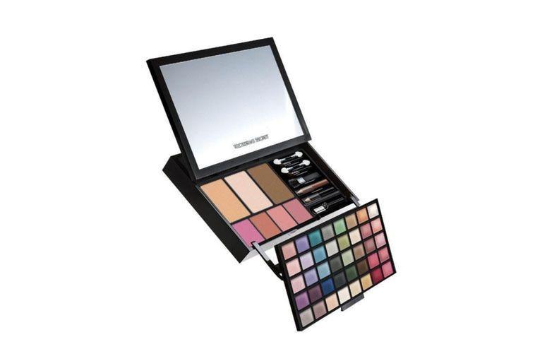 """Paleta de Maquiagem por R$249,90 na <a href=""""http://www.evidenciacosmeticos.com.br/maquiagem-1/vs-makeup-new-hello-bombshell-makeup-kit-victoria-s-secret.html"""" target=""""blank_"""">Evidencia</a>"""