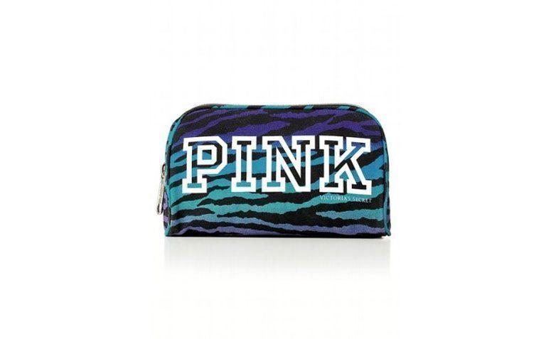 """Necessaire por R$89,90 na <a href=""""http://www.evidenciacosmeticos.com.br/pink-cosmetic-bag-victoria-s-secret.html#"""">Evidencia</a>"""