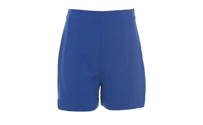 """Shorts de alfaiataria cós alto por R$79,90 na <a href=""""http://bit.ly/1kNvMK6"""" target=""""_blank"""">Aremo</a>"""