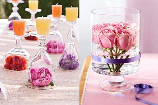 Centro de mesa com taças, flores e velas