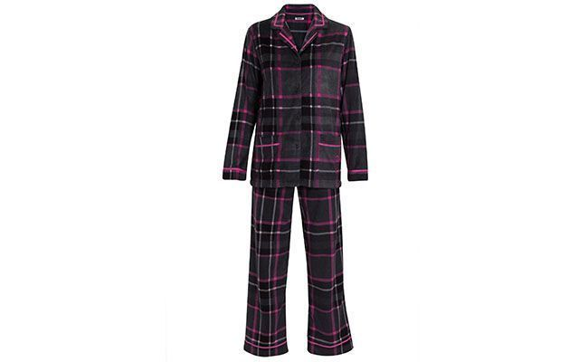 "Pijama Loungerie por R$199 na <a href=""http://www.shop2gether.com.br/pijama-lg-alg-frost-bite-3.html#"" target=""blank_"">Shop2gether</a>"