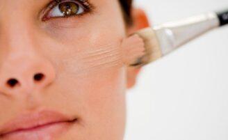 Como aplicar base no rosto