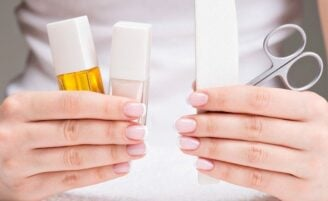 Como fazer unhas em casa: passo a passo e como montar seu kit manicure