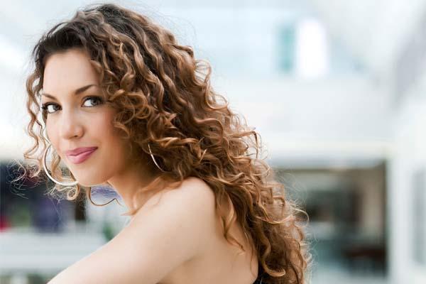 Dicas e cuidados para ter cabelos cacheados bonitos ...