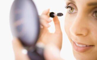 Truques para a maquiagem durar mais