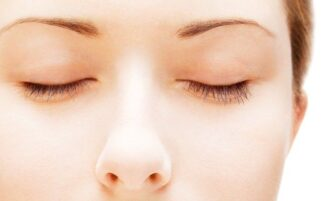 Como afinar o nariz com maquiagem