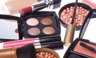 Como montar um kit básico de maquiagem