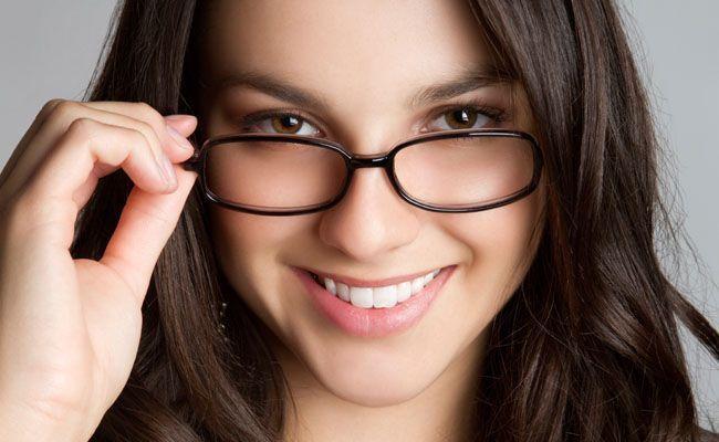 Seja de grau ou de sol, os óculos viraram um acessório que garante charme e  impõe personalidade. Os óculos ideais têm de ter a cara da pessoa, ... 50c47c7239
