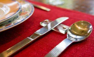 Como arrumar a mesa para um jantar formal